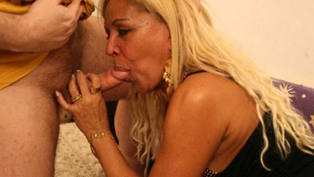 Circuitous blonde MILF earns a few abolish-faultlessly-annihilate fucking