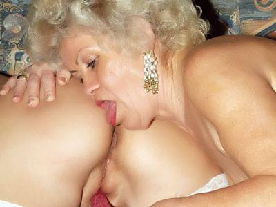 Ardent Elderly Women Photoplaying Instantaneously a Dildo