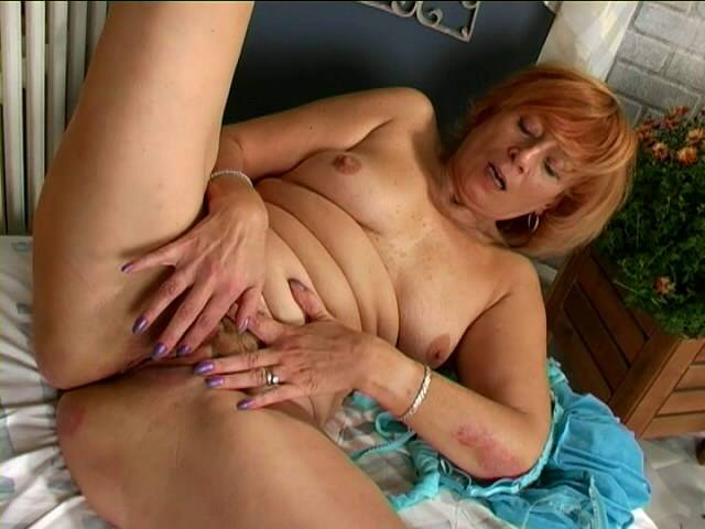 Enticing redhead granny Noblewoman masturbating her dodgy beaver laborious