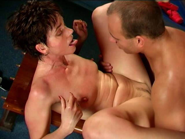 Great assed brunette granny Marketa mulcting a large dong and giving blowjob