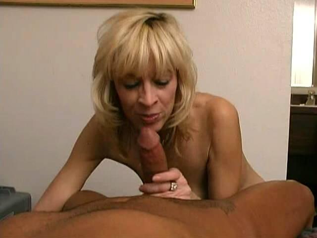 Gorgeous blonde granny Kari slurping a big jet dong heedful her knees