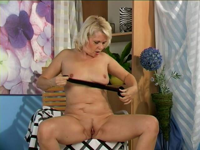 Sweety blonde granny Leona tamping her meeting with libido